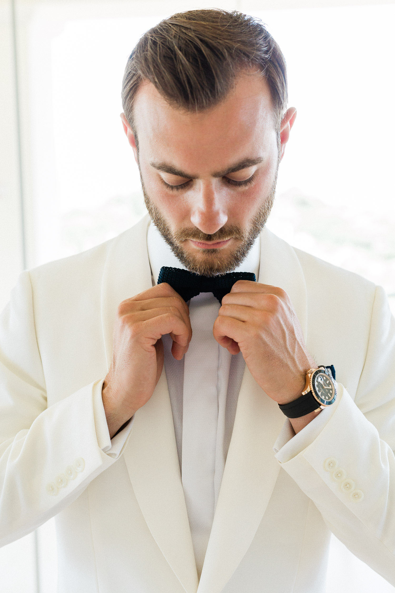 groom does the final touch before the ceremony