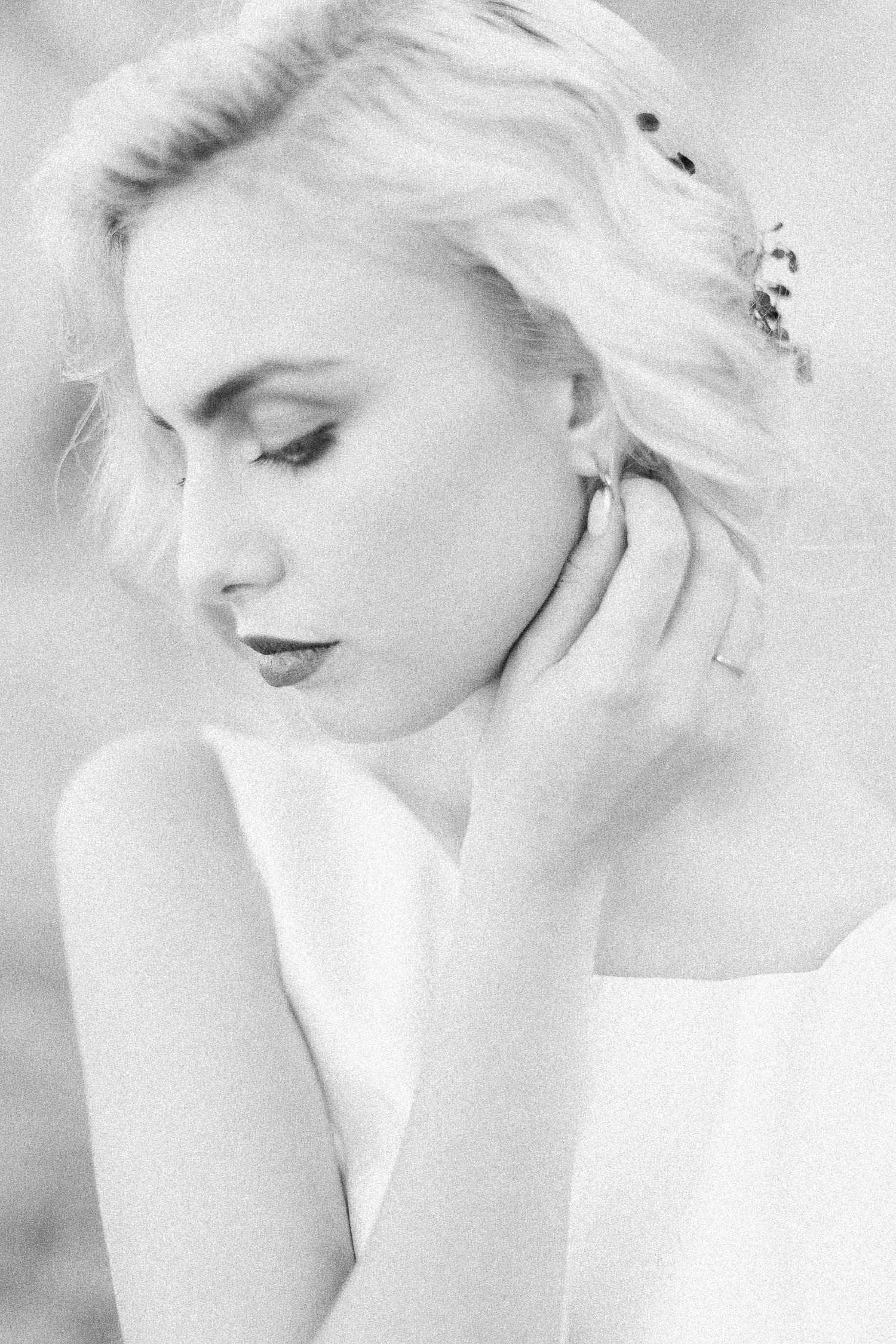 black & white bridal portait