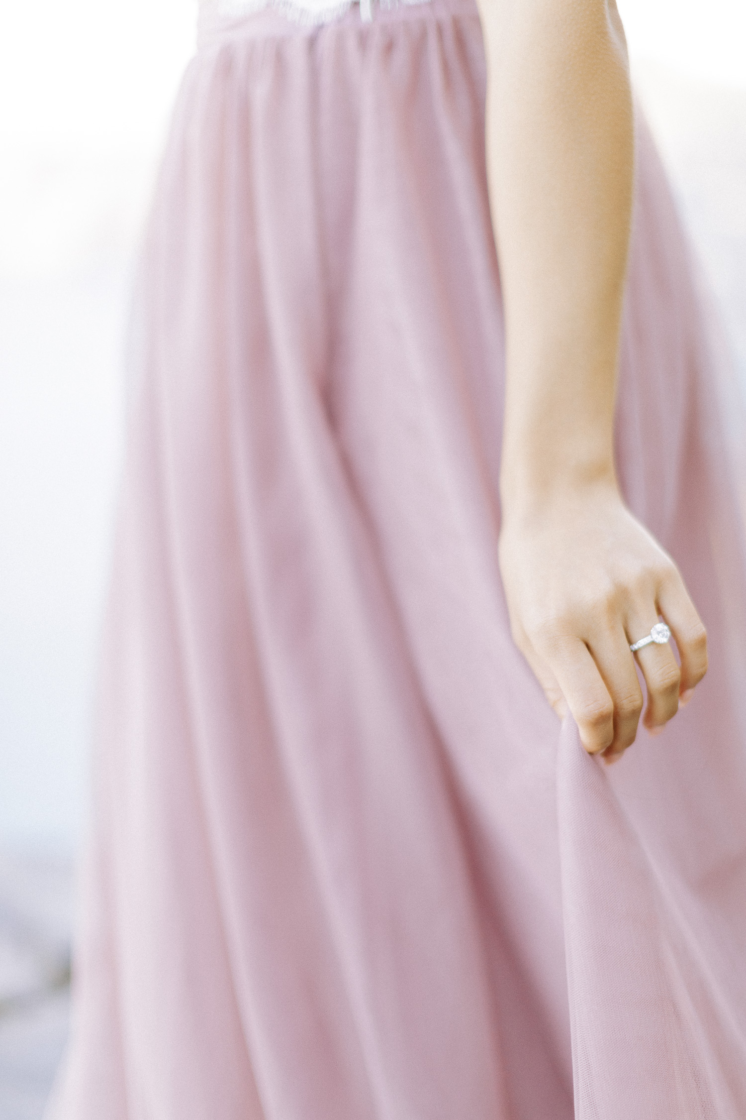 Shine bright, a huge diamond engagement ring for her