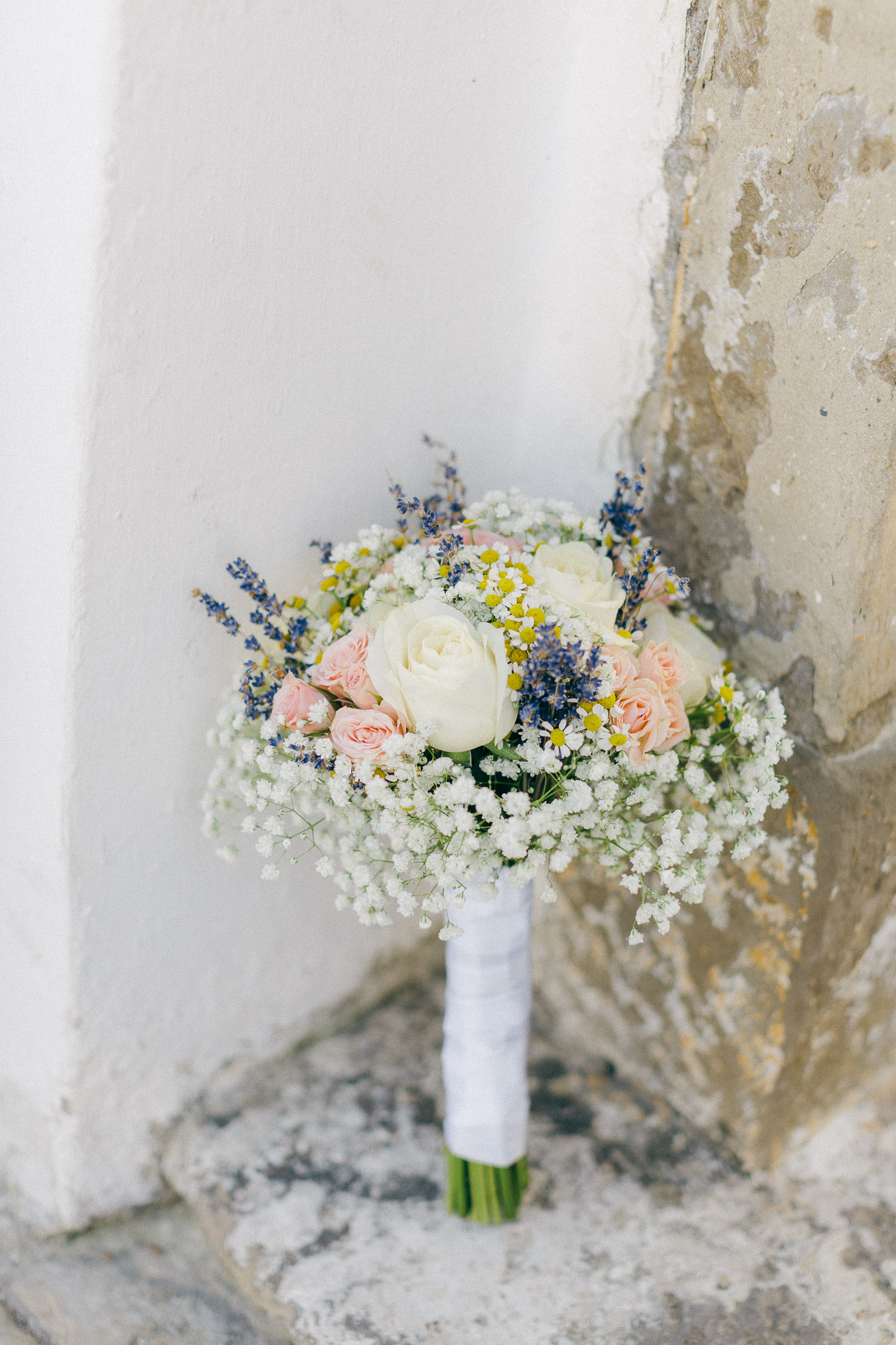 Chic and minimal wedding bouquet full of pink and white roses